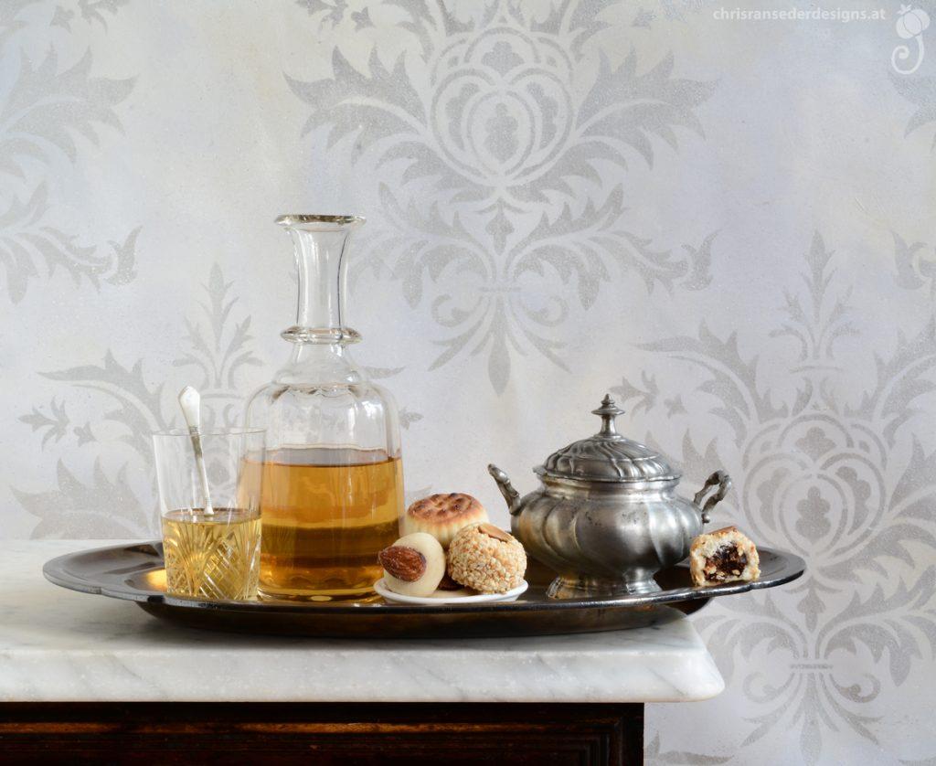 Still life with decanter and sweets. | Stillleben mit Flasche und Süssigkeiten.