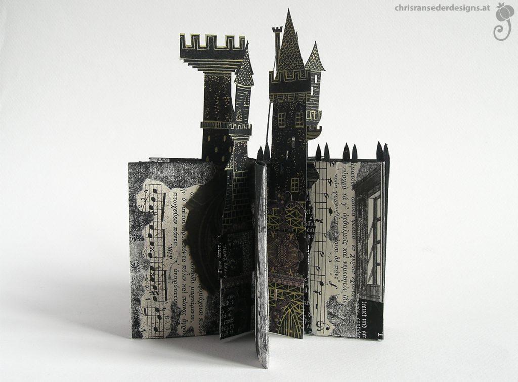 Pages of the slot strip book plus towers. | Seiten des slot-strip-Buches mit Türmen.